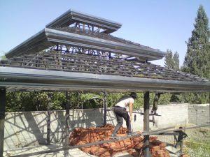 آلاچیق فلزی در حال ساخت